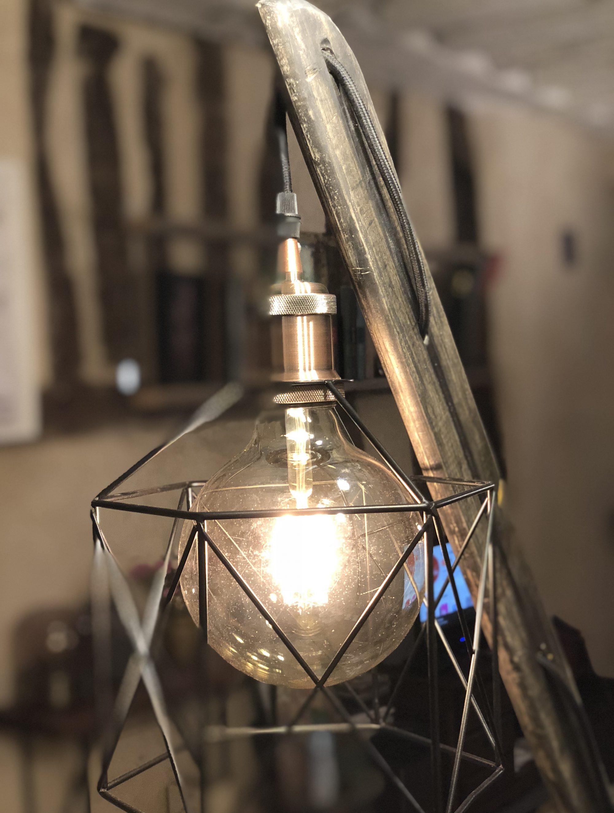 Détail abat-jour Lampe sur pied.